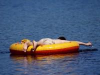 Schlauchboot am See
